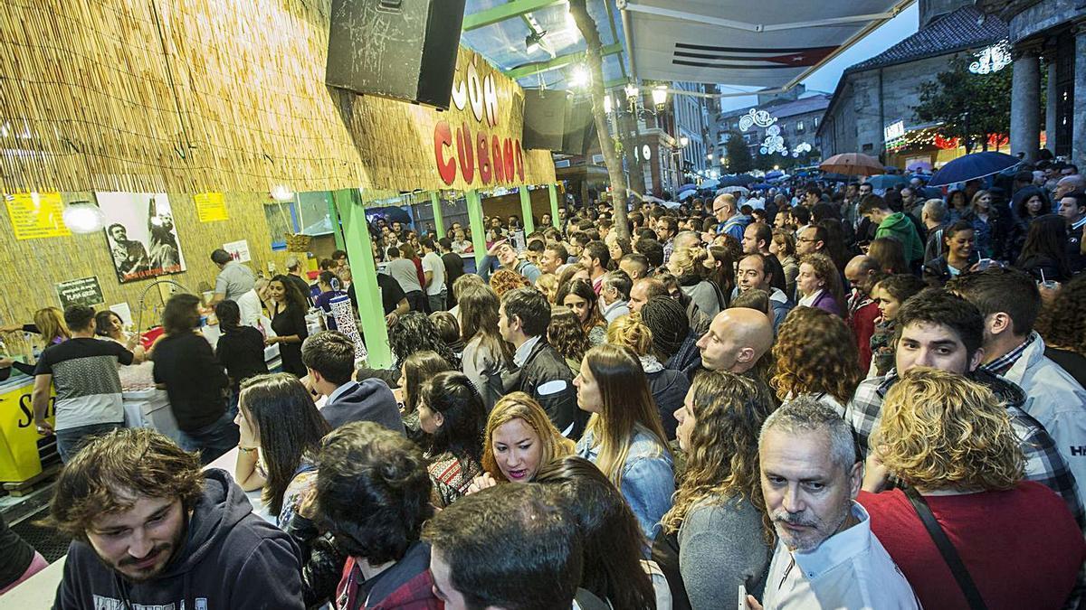 Público en el chiringuito El Rincón Cubano, en una imagen de archivo.