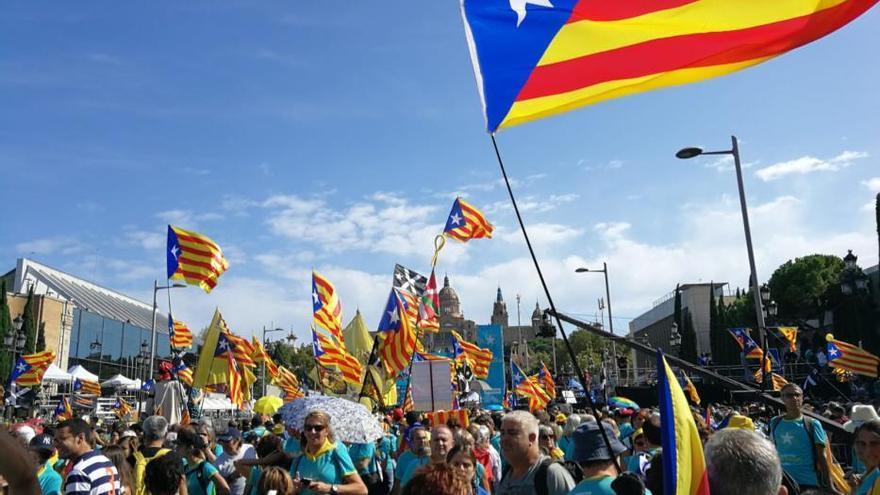 La gent de l'Alt i el Baix Empordà es troba al cor de la manifestació de l'11S