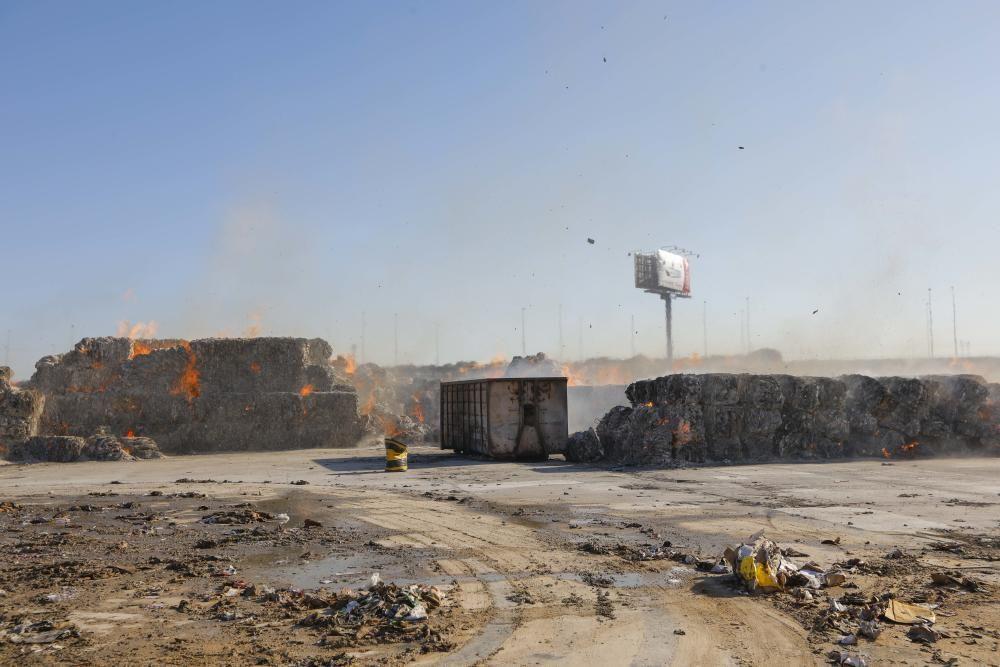 Incendio en una empresa de reciclaje de cartón