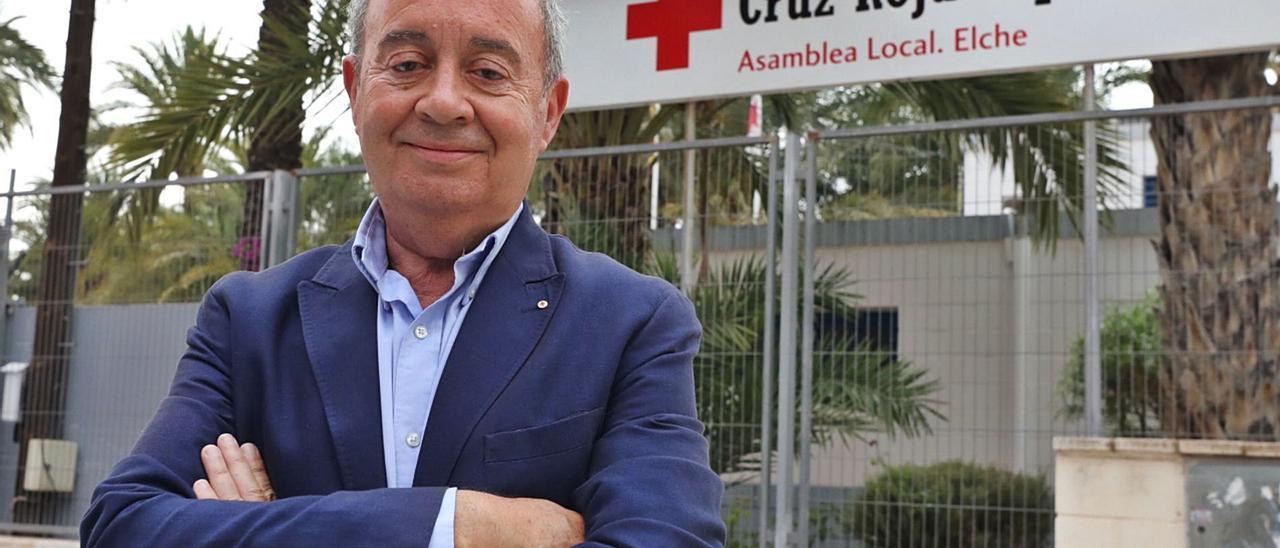 El nuevo delegado de Cruz Roja en Elche, Antonio Ramón Guilabert, en las instalaciones de la entidad en la ciudad ilicitana. | ANTONIO AMORÓS