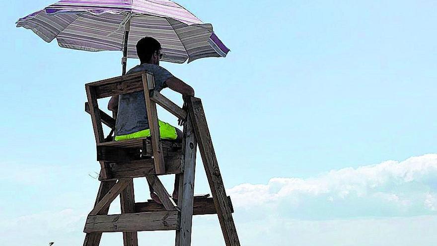 El covid pone en riesgo el servicio de vigilancia de las playas de Benicarló