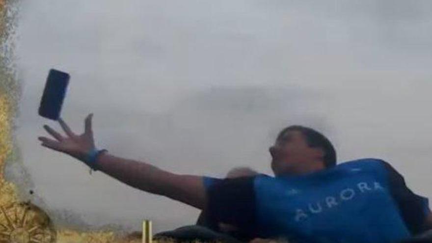 Vídeo: Atrapa un móvil al vuelo en una montaña rusa de PortAventura