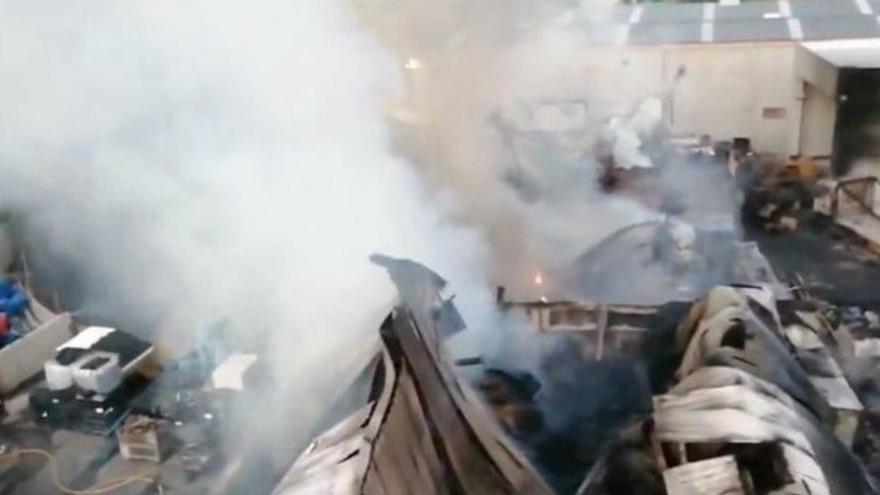 Un incendio destruye por completo una planta de reciclaje en Granollers