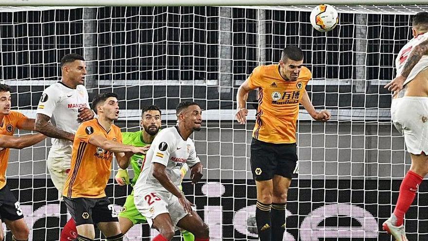 Lucas Ocampos sentencia el 'Wolves'  i el Sevilla FC accedeix a semifinals
