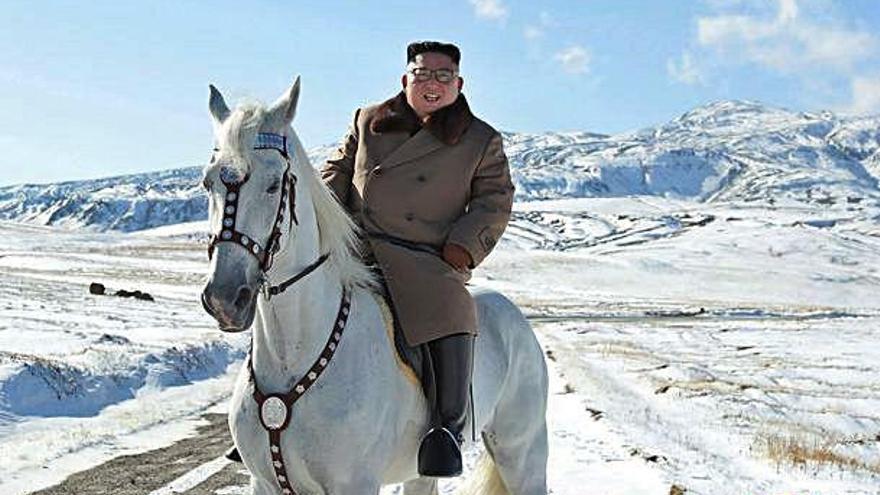 Kim Jong-un cavalca entre la neu com a preludi d'una «gran operació»