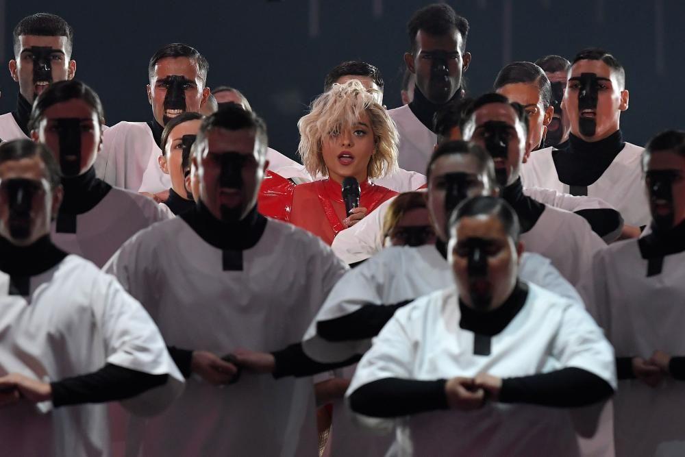 Actuación de la cantante norteamericana Bebe Rexha. LLUIS GENE / AFP)