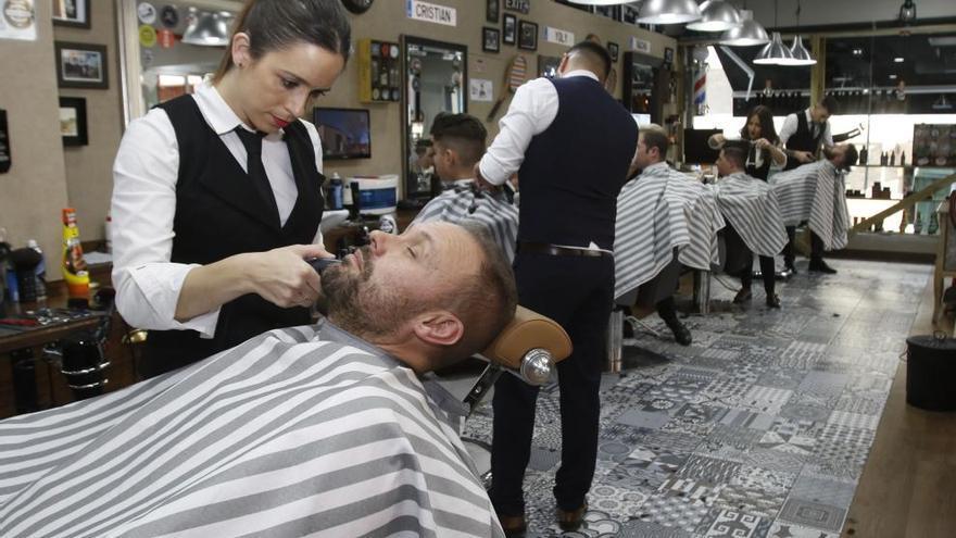 Los hombres cuidan más de su imagen  de la mano de la cultura de barbería