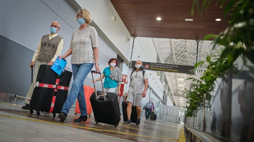 """Los directores de hoteles en Canarias piden a Bruselas que interceda ante la """"dejación"""" del Gobierno central y regional"""