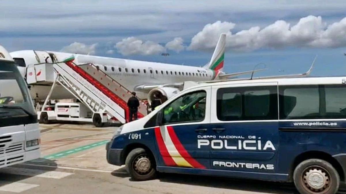 Imagen de archivo de la Policía Nacional en el aeropuerto de Son Sant Joan.