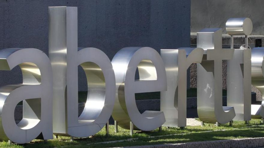 Abertis vende Hispasat por 949 millones a Red Eléctrica