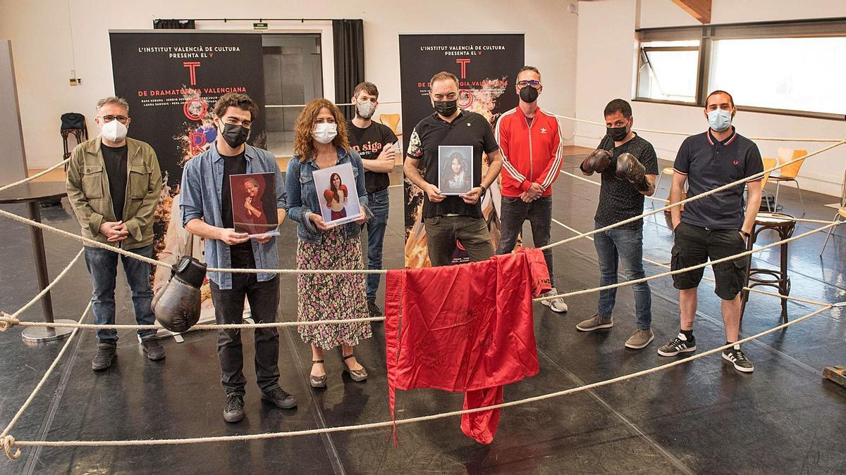 Els participants del Torneig de Dramatúrgia, ahir en la presentación del «combat». | IVC