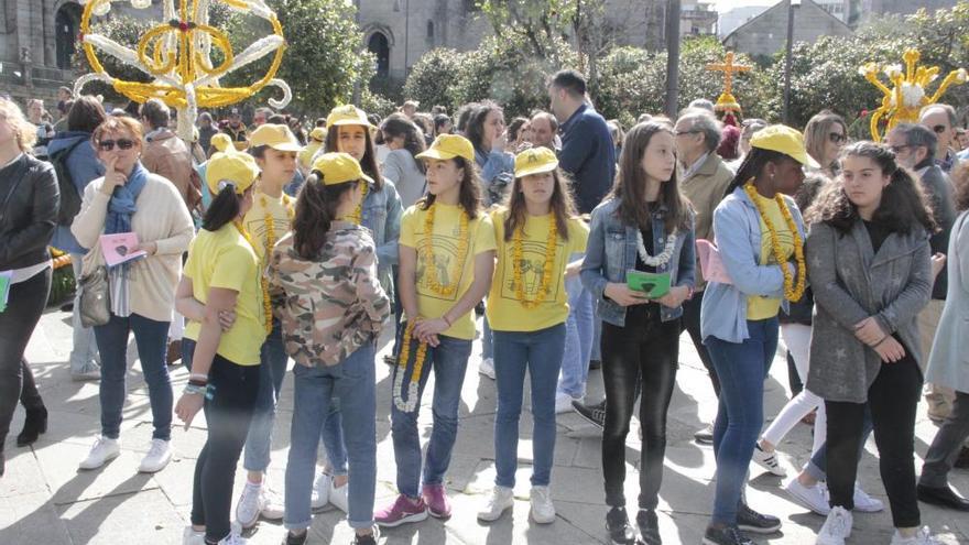 """Cantos, humor y flores en los """"maios"""" de Pontevedra"""