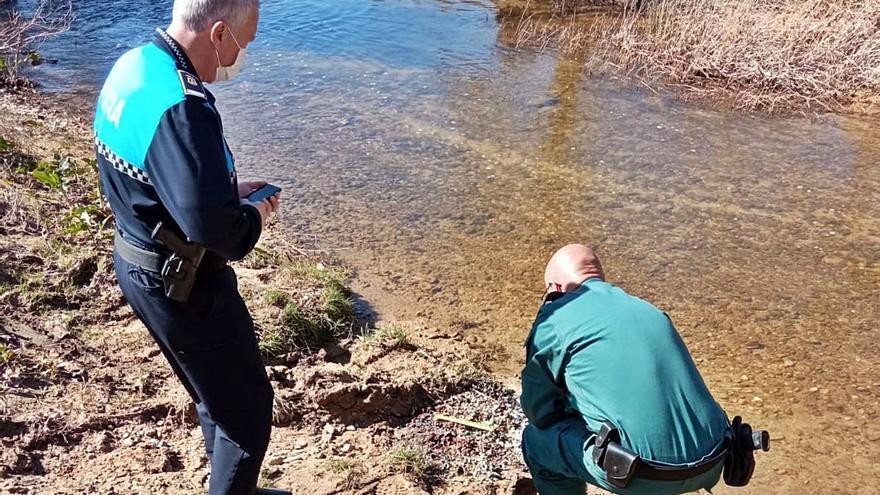 La Policía investiga el vertido de numerosas pastillas junto al cauce del Duero en Toro