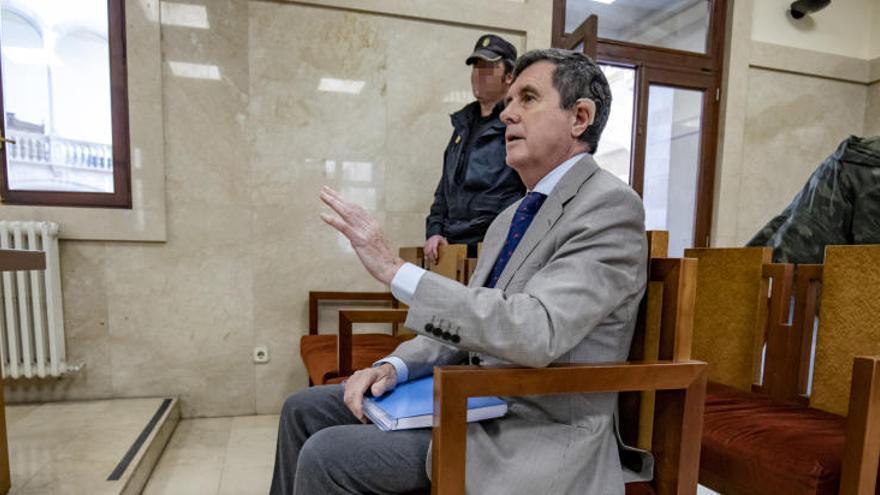 Condenan a Matas a 10 meses de cárcel por amañar el concurso de Son Espases
