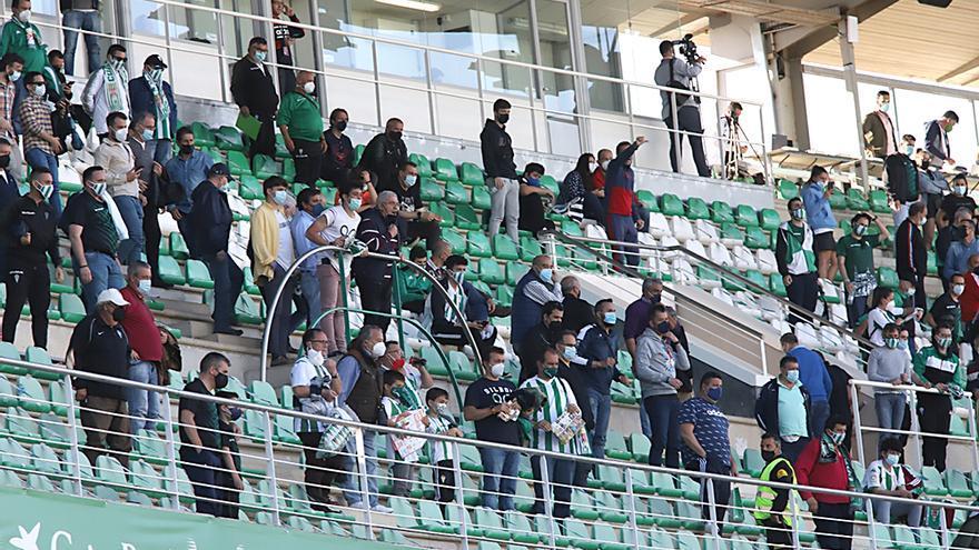 Aficionados del Córdoba CF al finalizar el encuentro.jpeg