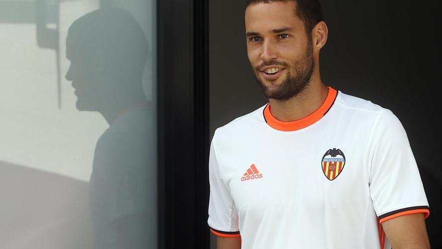Mario Suárez se va del Valencia CF