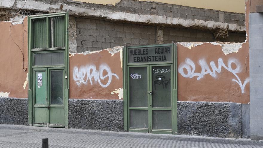 Cae el último taller tradicional de la calle Venegas