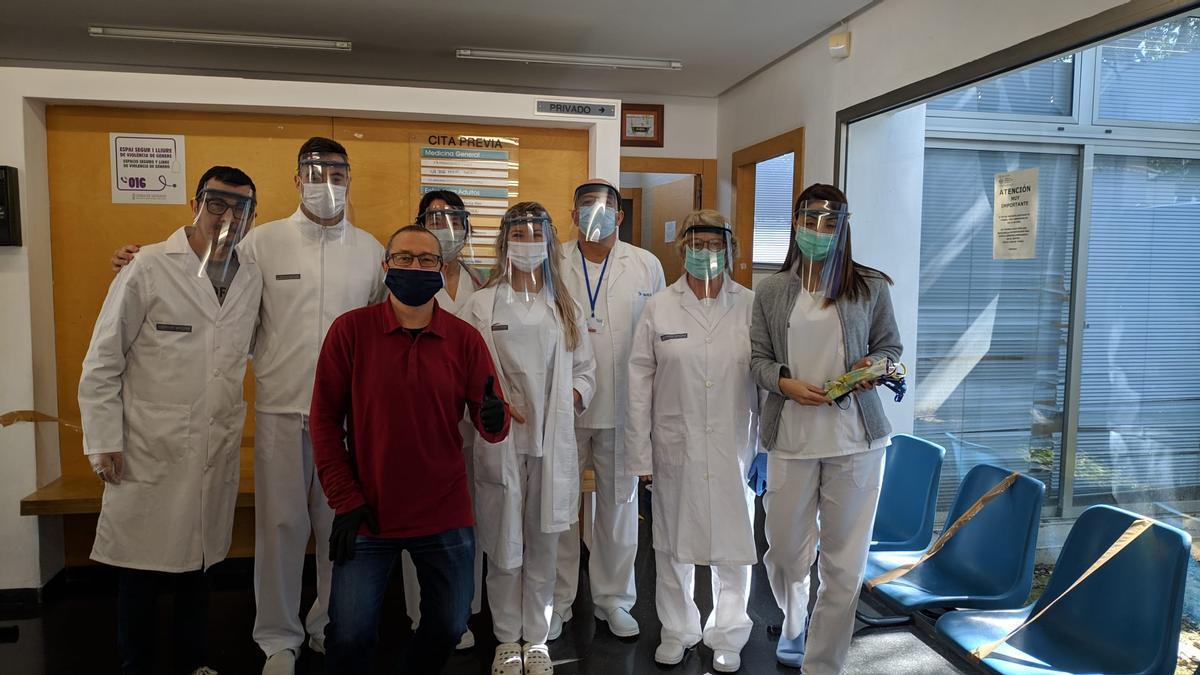 Sanitarios con viseras fabricadas en el aula de tecnología del IES Benejúzar.