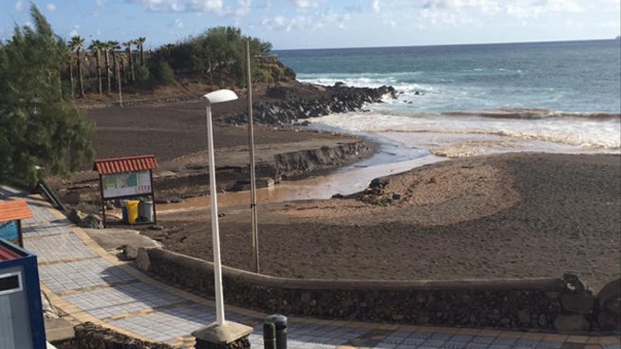 Una fuerte tromba de agua colapsa el municipio de Telde