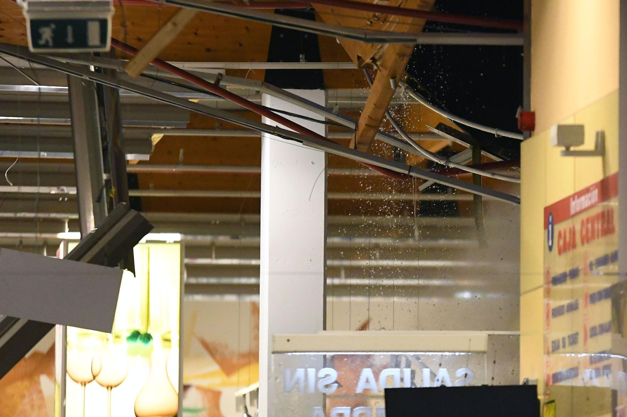 El techo del Gadis de O Burgo se desploma durante una intensa tromba de agua