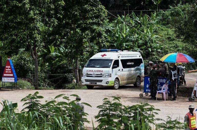 Rescatados todos los 12 niños y el monitor que quedaron atrapados en una cueva de Tailandia