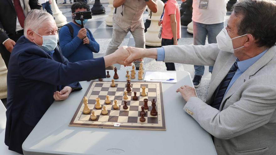 Caballero le arranca unas tablas a Karpov: así fue la partida que reescribe la historia