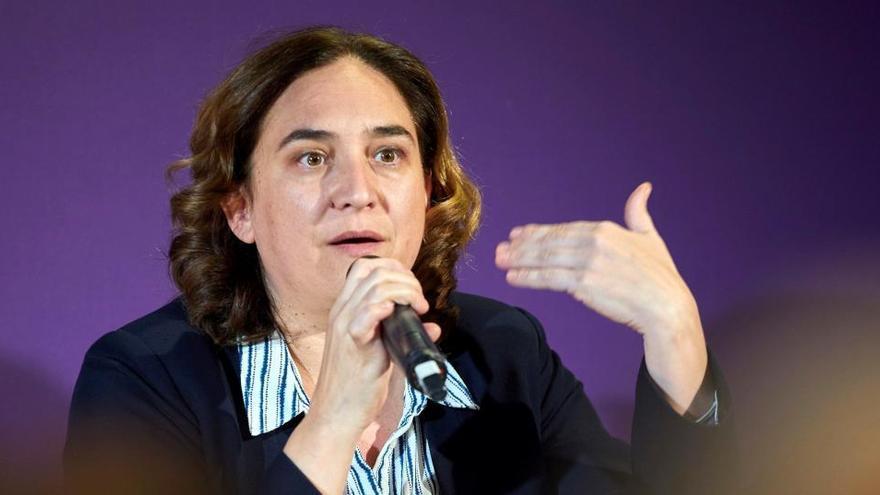 """Ada Colau llama """"corrupta"""" a la monarquía y pide un referéndum por una república"""