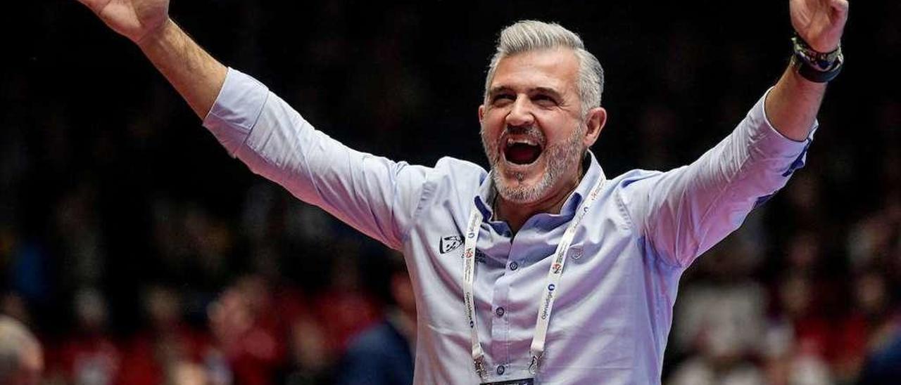 Paulo Pereira celebra uno de los triunfos de Portugal en el Europeo de Austria, Suecia y Noruega. // Kolektiff/EHF Euro