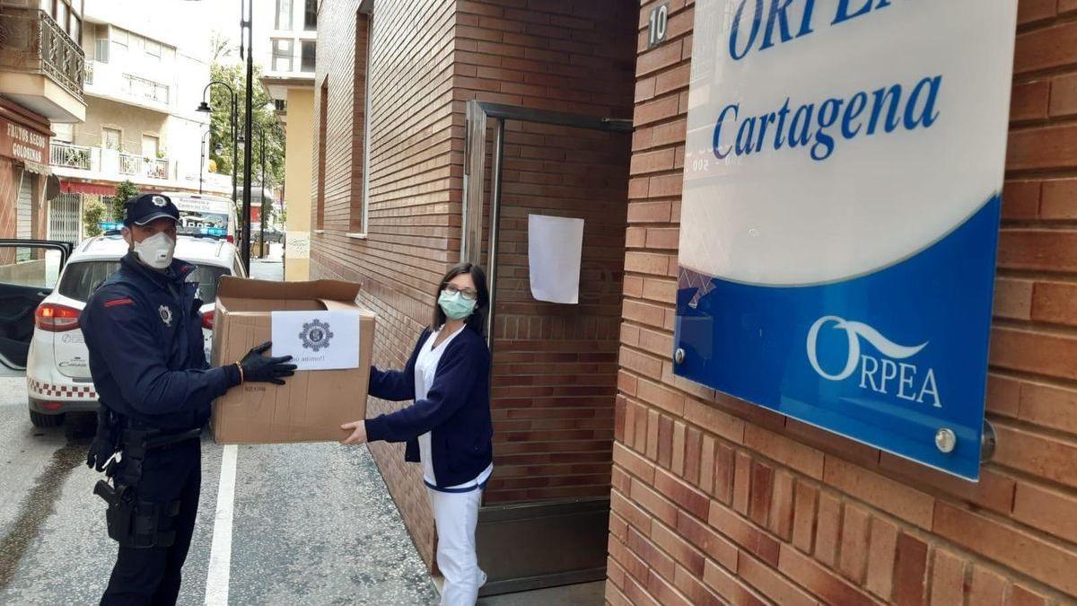 El Ayuntamiento de Cartagena dona material de protección a la residencia Orpea