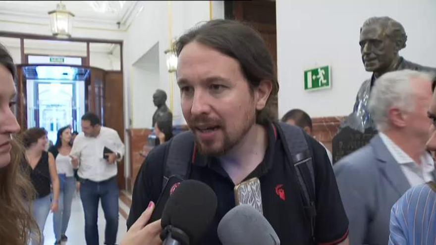 """Iglesias pide """"alejar de la política"""" a Delgado"""