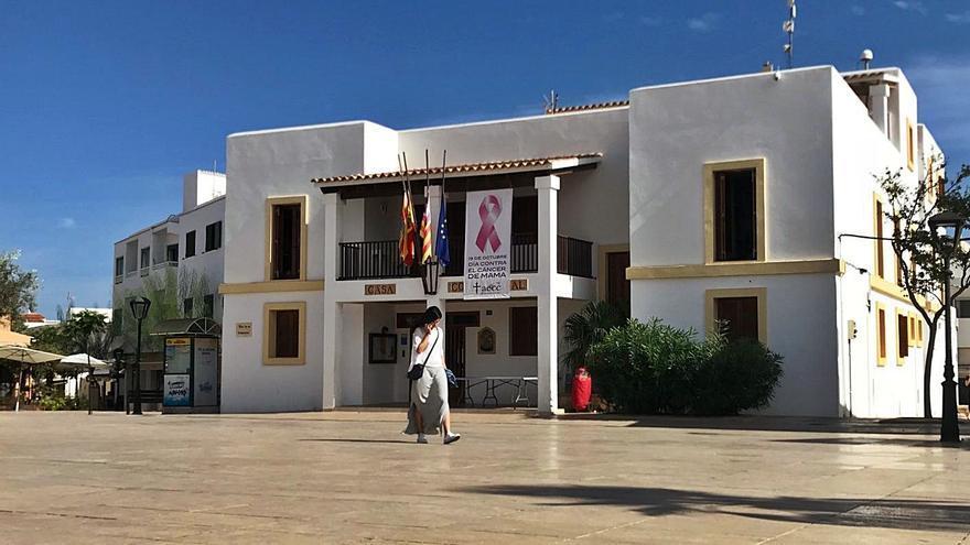 Formentera abre expedientes a terrenos usados como parking