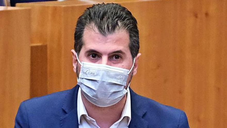 Las Cortes respaldan al rey en un debate con insultos entre PP, PSOE y Podemos