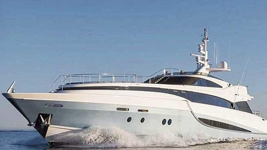 Los Douglas navegan por Mallorca a bordo del 'Benita Blue'