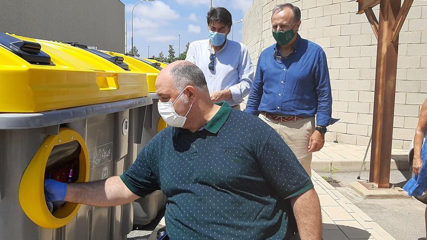 Contenedores de reciclaje adaptados y con indicaciones en Braille para personas con discapacidad en Alicante