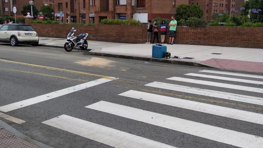 Herido un joven repartidor de pizza tras ser arrollado por un coche en La Corredoria