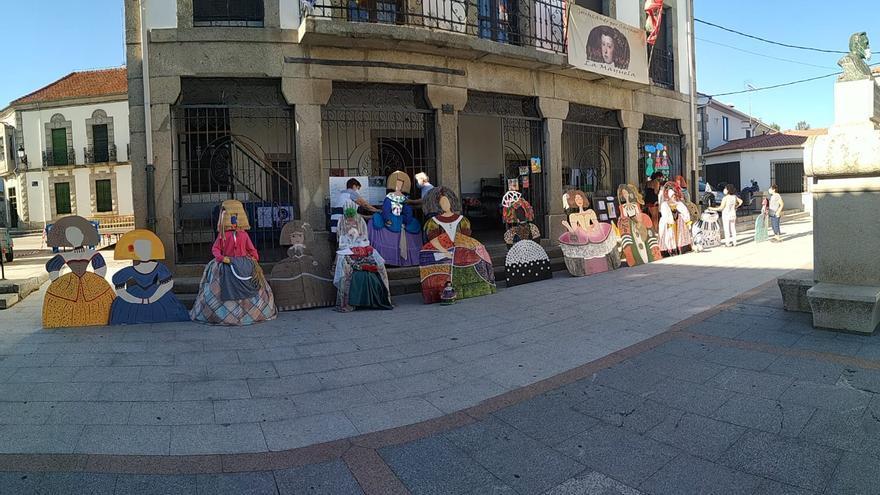 """Las """"Meninas"""" decoran la Plaza de Bermillo de Sayago"""