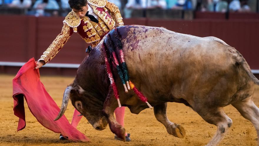 Esfuerzos sin premio de los toreros en una gélida e irreconocible Maestranza