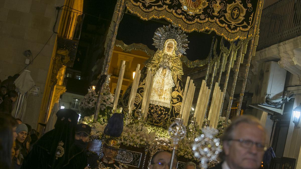 The image of the Soledad de Santa María de Alicante, in a procession