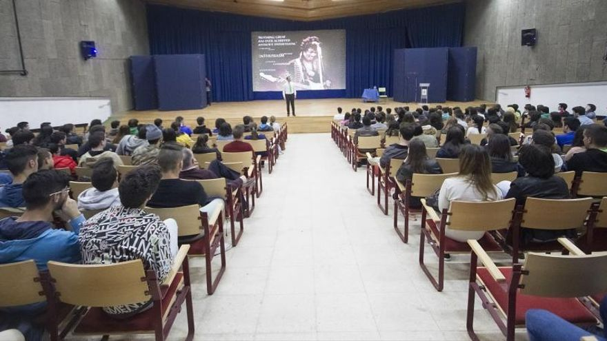 """Profesorado de la Laboral carga contra la Xunta por """"desmantelar un referente"""""""