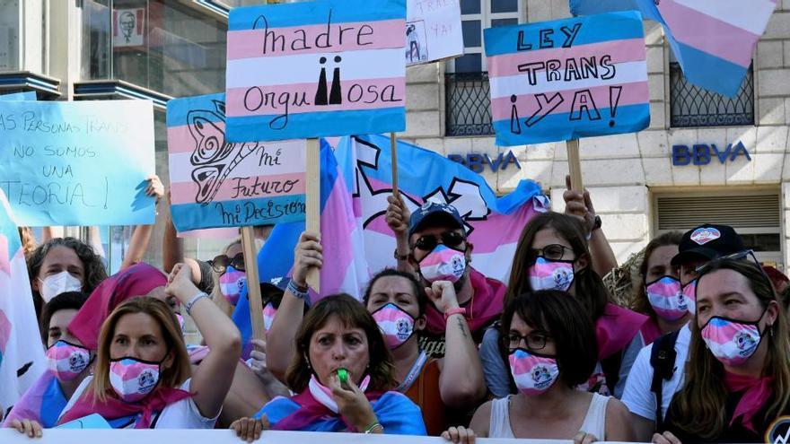 Un total de 80 colectivos, entre ellos, AMA Asturies, reivindican la participación de las mujeres trans en el movimiento feminista