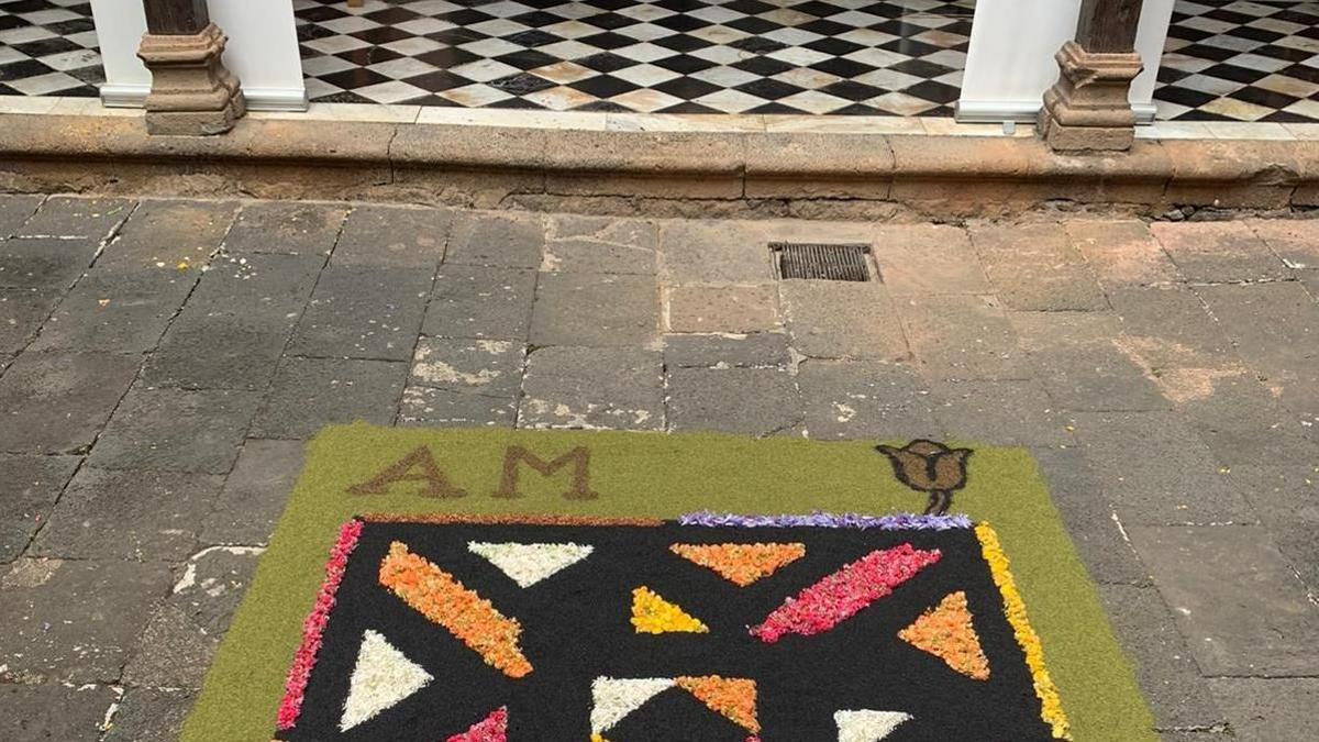Una alfombra en un patio de La Orotava en 2020