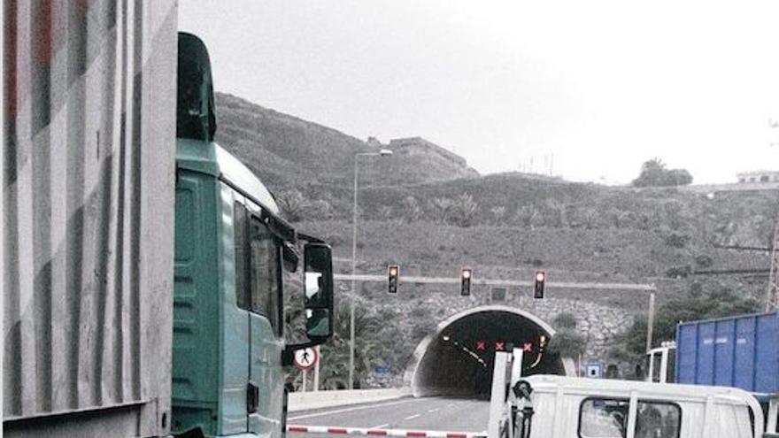 La presencia de un peatón provoca el cierre provisional del túnel de La Laja