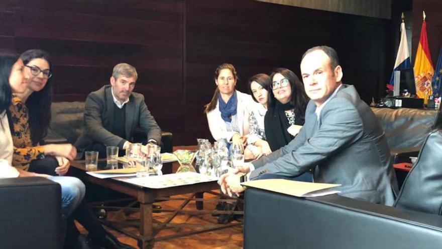 Reunión entre Clavijo y los opositores de Educación aprobados sin plaza