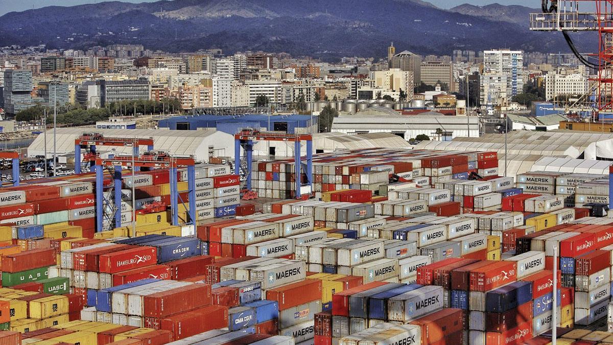 Contenedores en el puerto de Málaga
