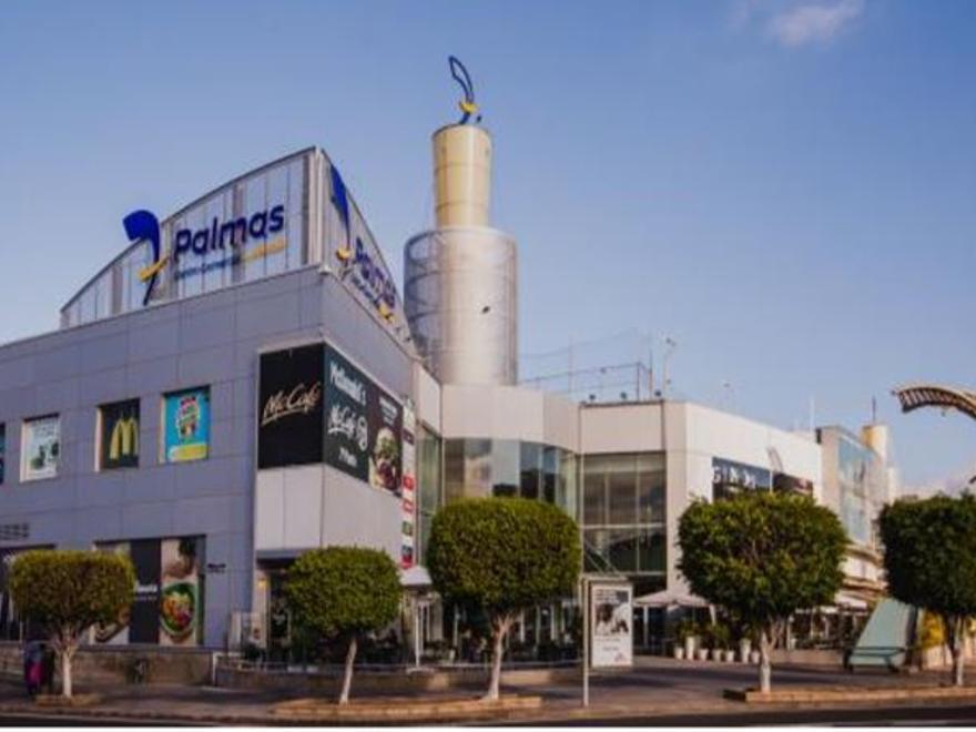 Exterior del Centro Comercial y de Ocio 7 Palmas, rodeado de un entorno residencial consolidado