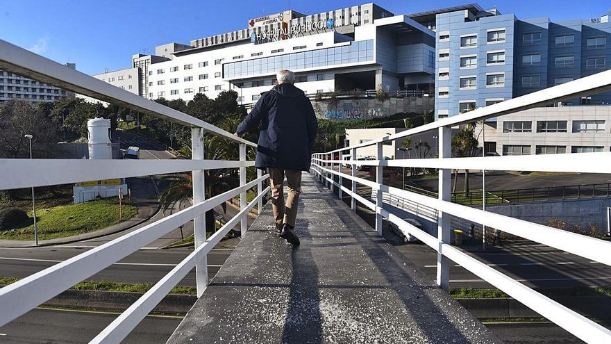 """El Hospital de A Coruña registra """"entre 20 y 30 ingresos diarios"""" de pacientes con COVID"""