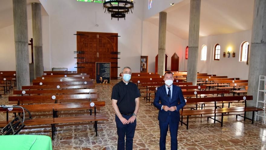 Teodoro Sosa visita las obras de mejora de la Iglesia de Barrial