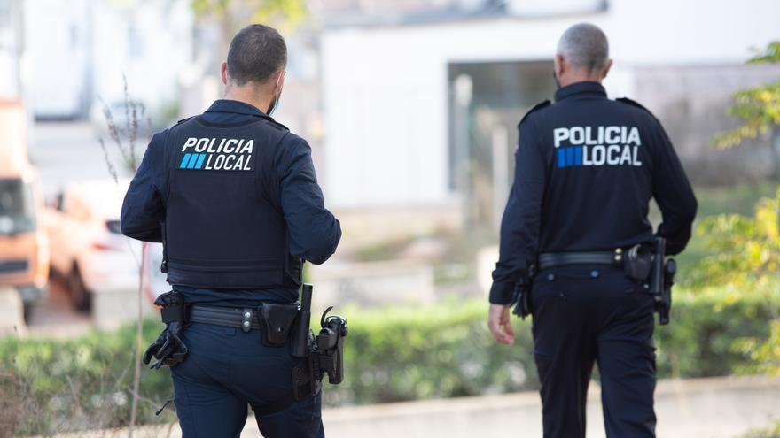 Un policía local salva con la maniobra de Hemlich a un hombre que se asfixiaba en Ibiza