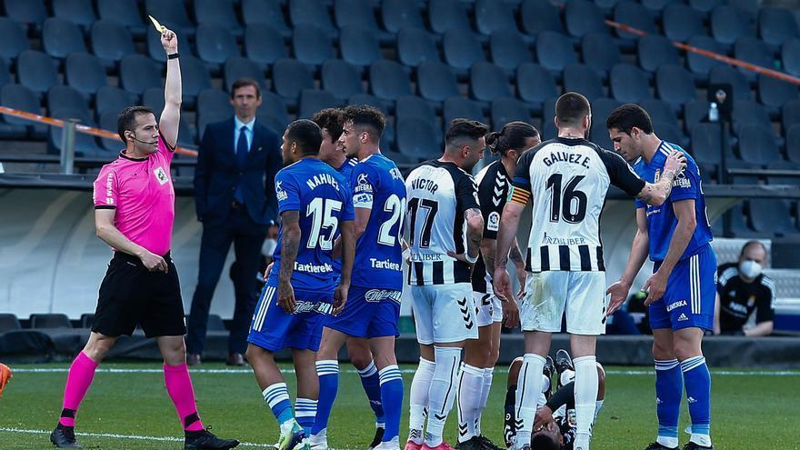 El partido del Oviedo ante el Castellón, en imágenes