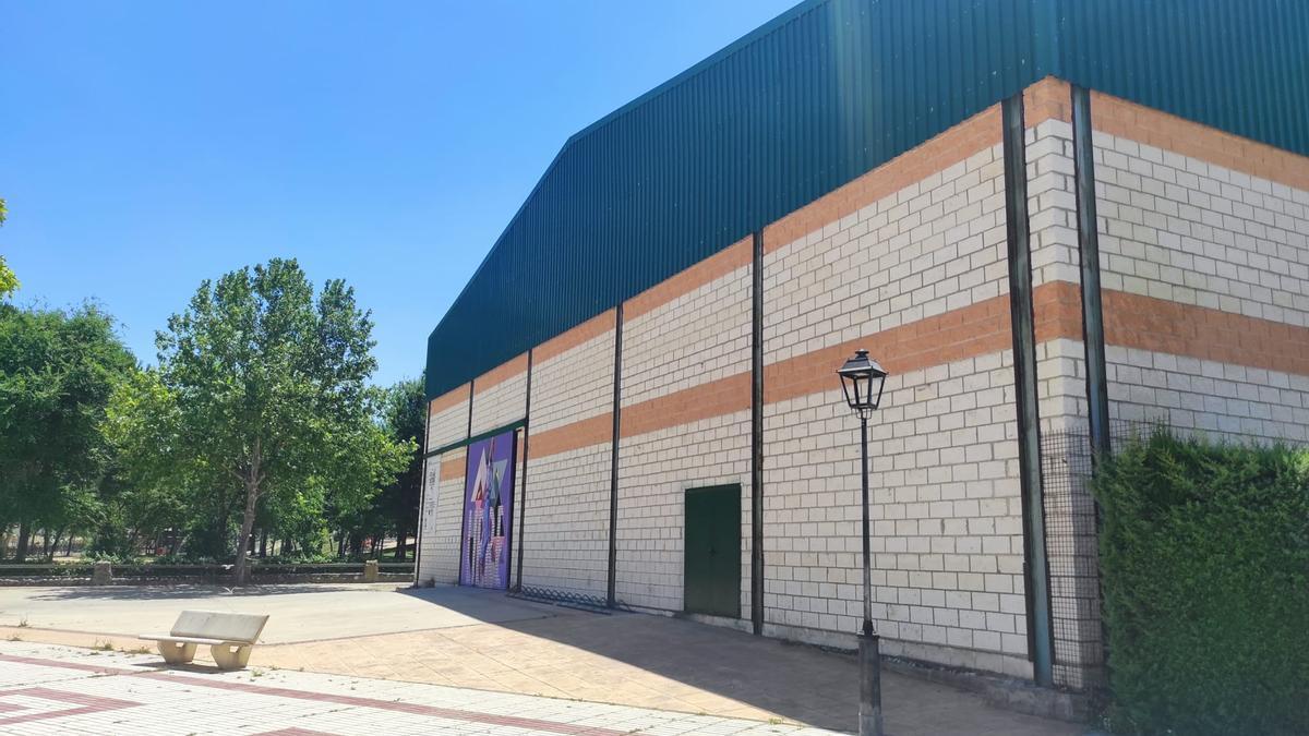 El edificio multiusos destaca por su amplio espacio para eventos.
